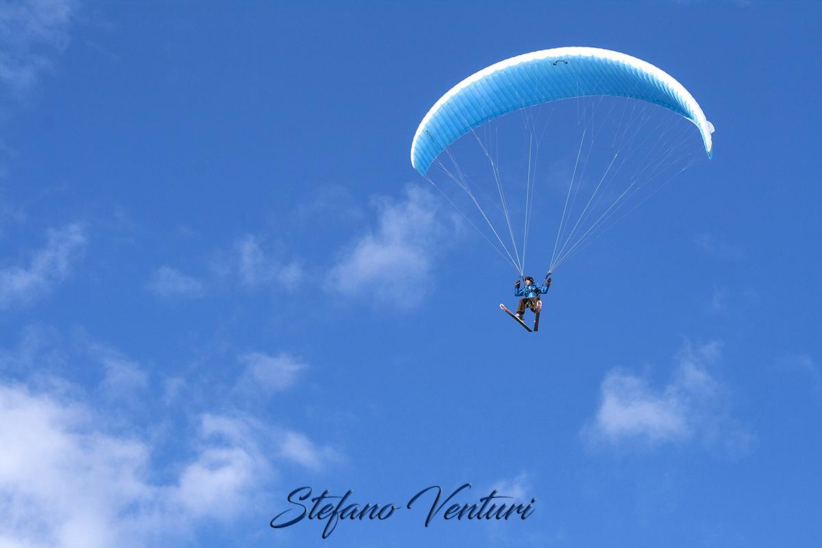 Volare con gli sci ai piedi